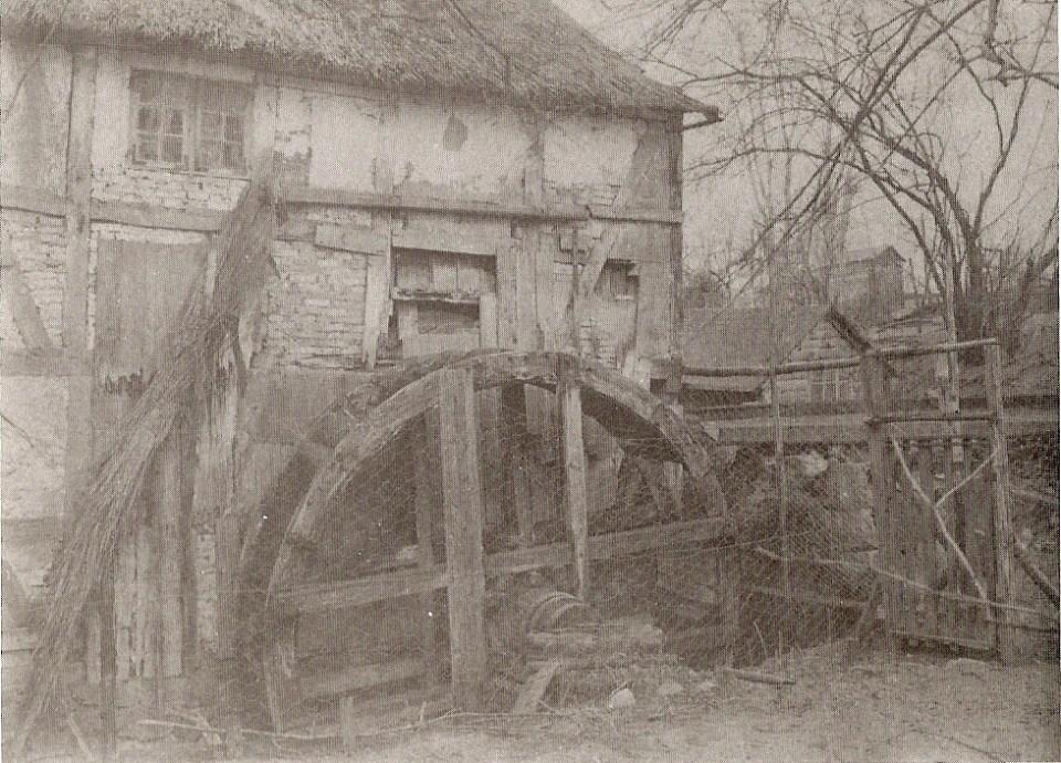 Svogerslev mølle før nedrivningen af møllebygningen i 1933. Foto Nationalmuseet.