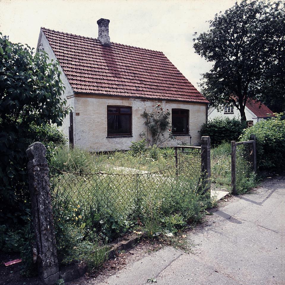 """Hovedvejen 68, """"Mælkemandens hus"""". Foto Mogens Suhr Andersen."""