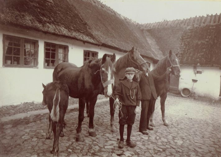 """Mauritz (født 1896) og Frederik Conrad Mentze (1865), fra den nu nedrevne """"Mentzes gård"""". Billedet er i privateje og tilsendt af Carsten Mentze."""